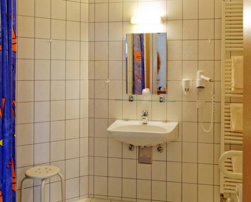 Blick ins Badezimmer des Landhotels *Am Peetscher See* in Nirow