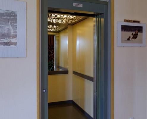 Der Fahrstuhl im Landhotel *Am Peetscher See*