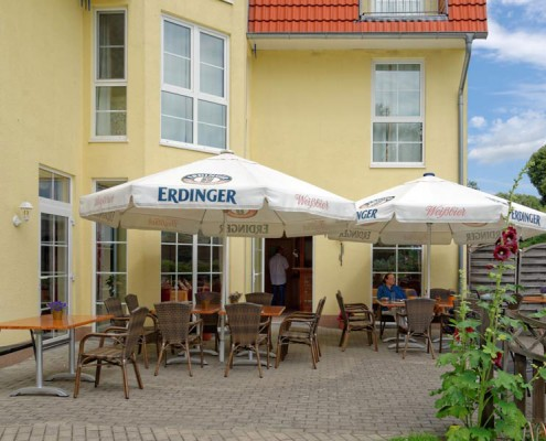 Die Terrasse des Landhotels *Am Peetscher See* in Mirow