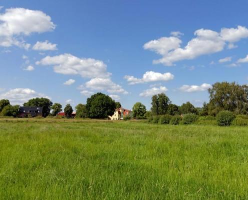 Blick auf das Landhotel *Am Peetscher See* in Mirow